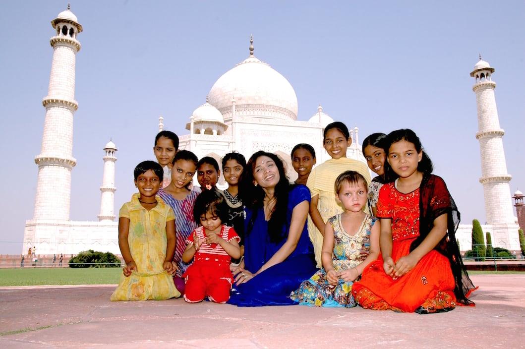 agra taj mahal with children